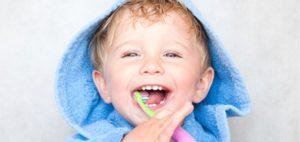 Dentista bambino carie apparecchio igiene orale